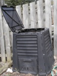 Yard compost bin
